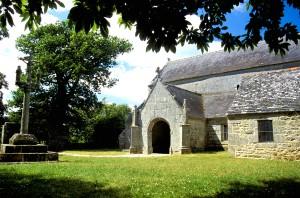 Près des gîtes, Chapelle bretonne et patrimoine architectural.