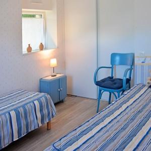 Chambre avec 2 lits simples au rez de chaussée