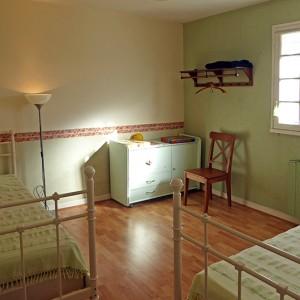 Villa Er Scoudec : chambre avec 2 lits simples (RDC)