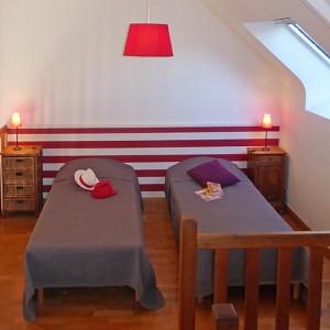 Chambre avec 2 lits simples sur la mezzanine