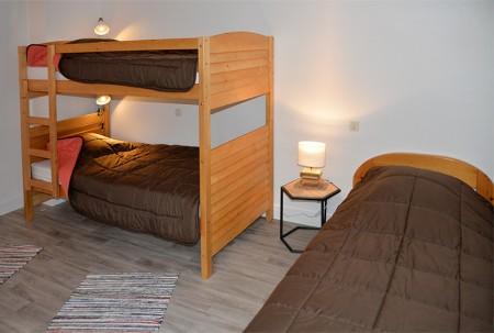 Chambre avec 4 lits simples dont 2 superposés