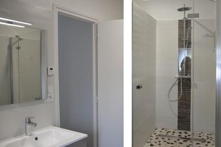Villa de la Plage : la salle de bain à l'étage avec douche