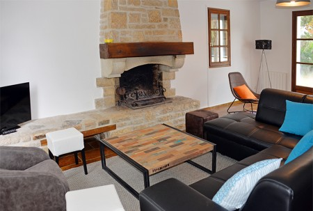 Villa de la Plage : le salon avec cheminée